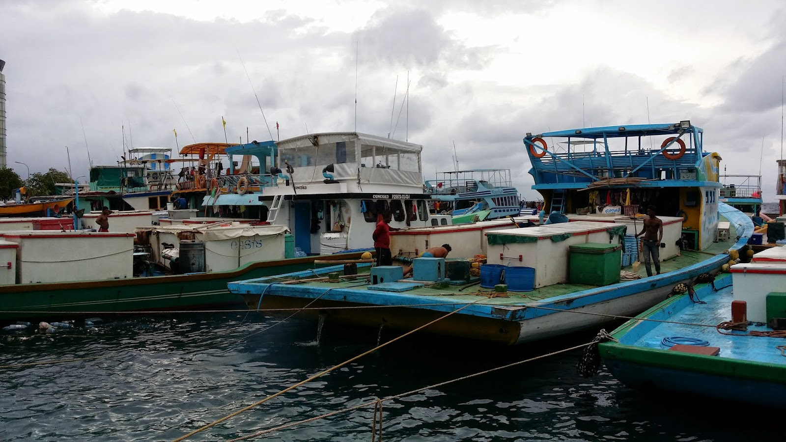 Embarcaciones para la pesca de altura en el puerto de Malé