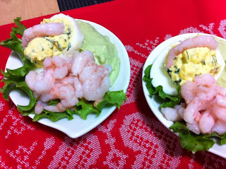 shrimps and avocado appetizer