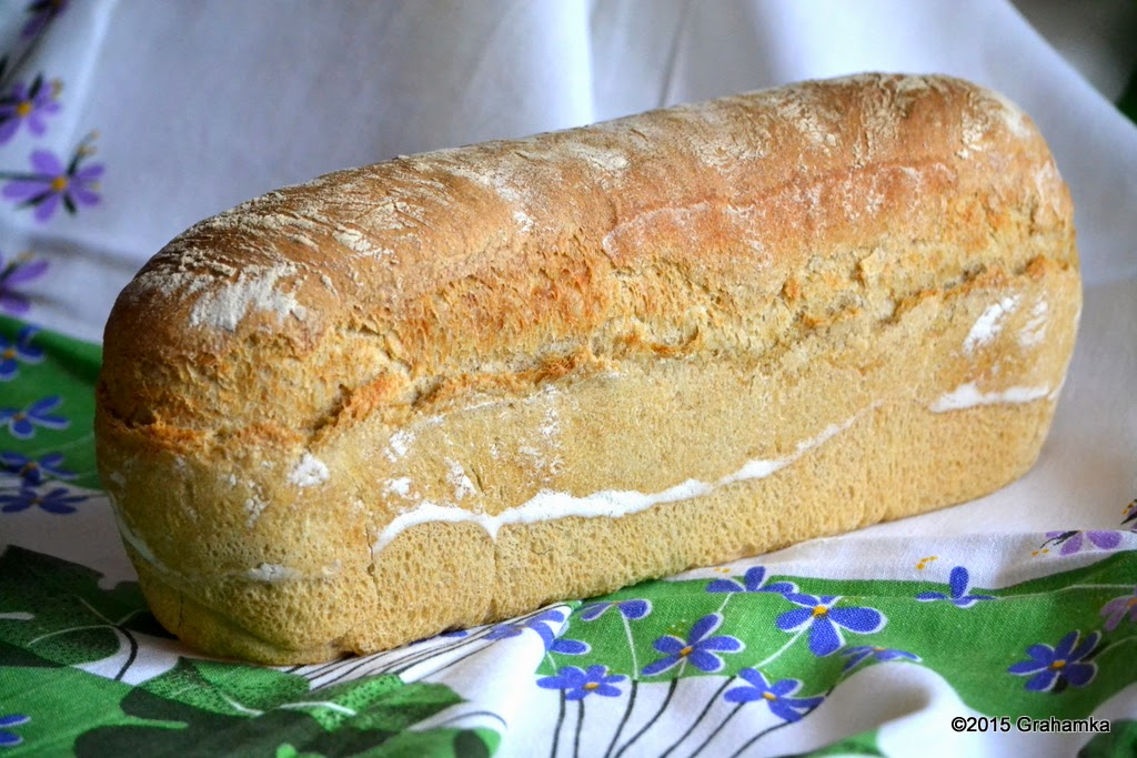 Upieczony chleb nie w foremce
