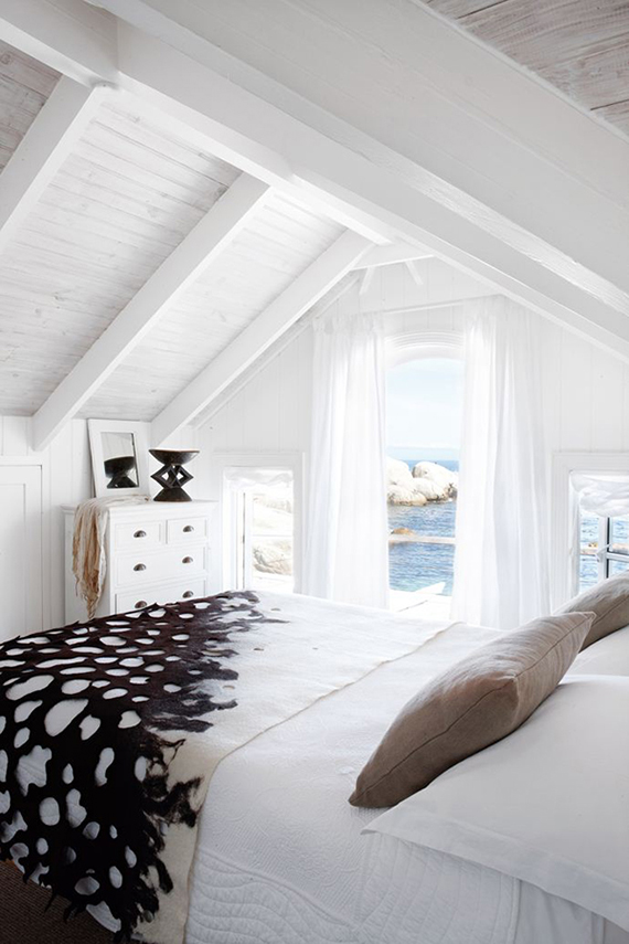 Coastal bedroom | Image via House and Leisure