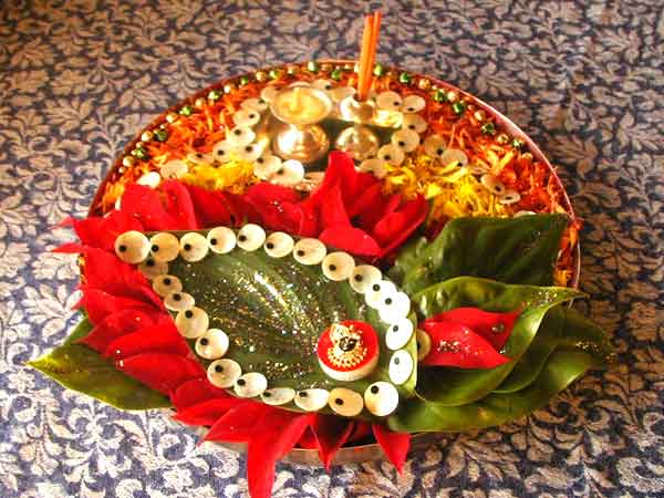 Fashion beauty decorative aarti thali for navratri for Aarti decoration pictures