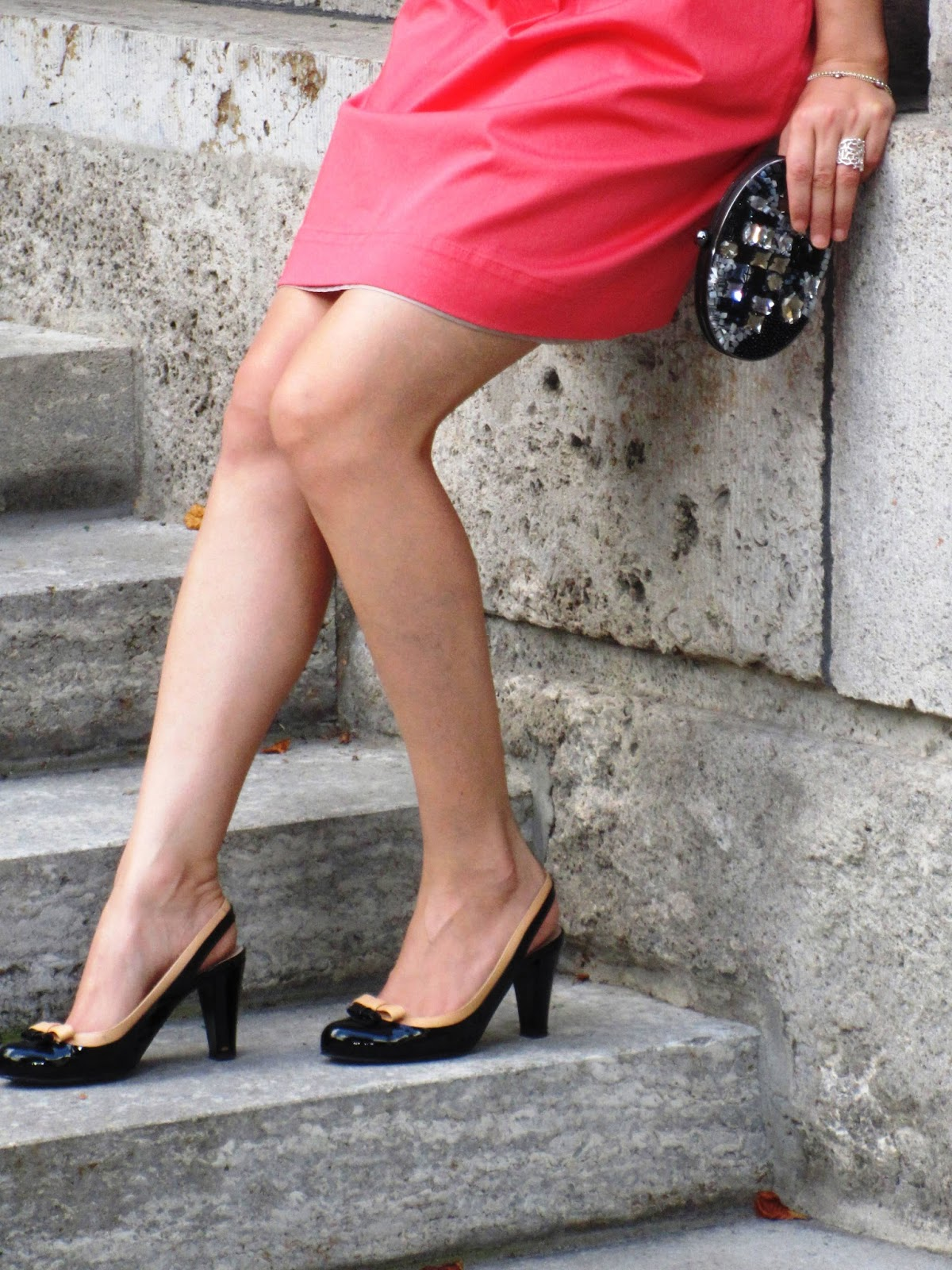 Peach dress, blogger outfit, blogger style