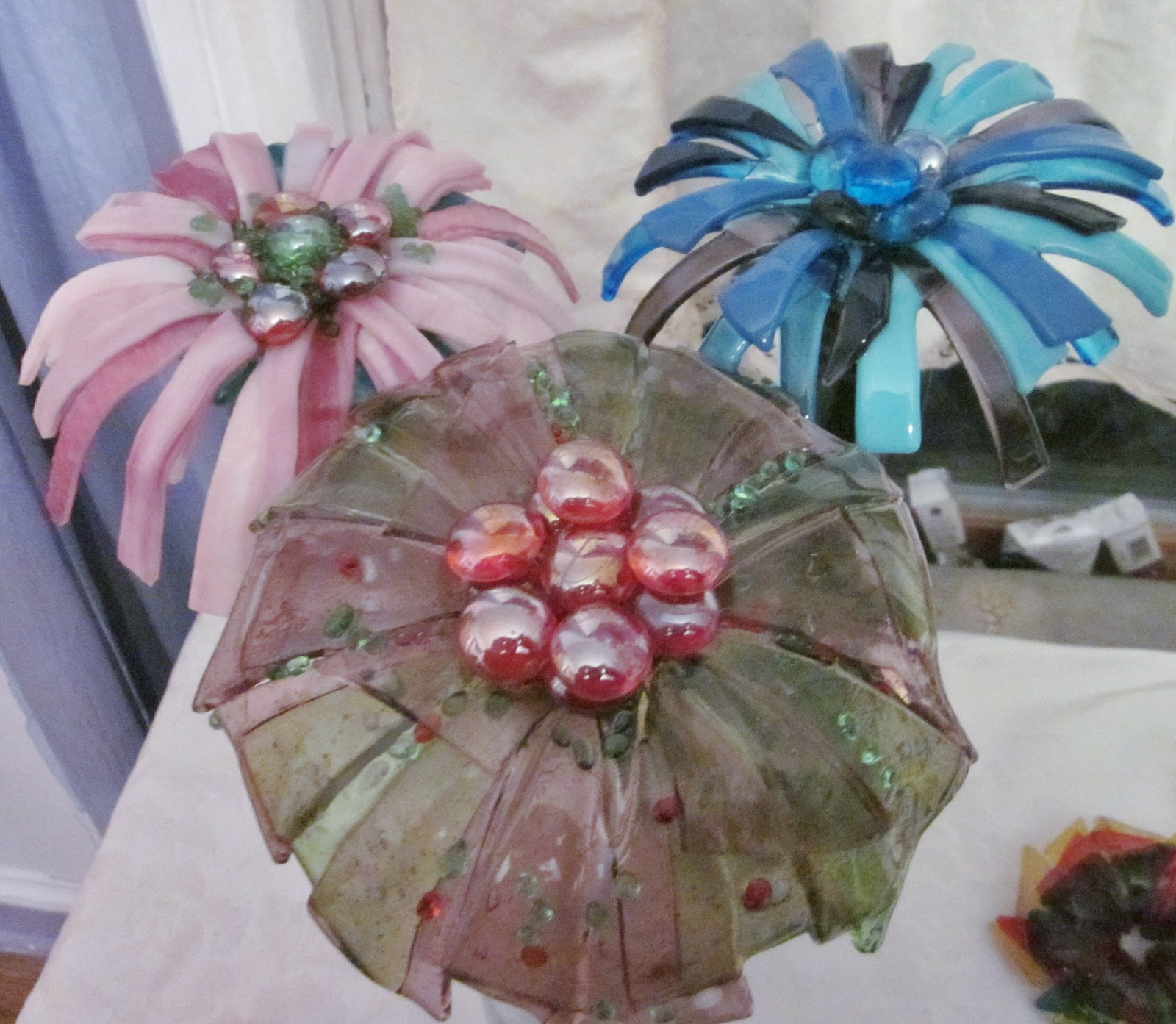 Fused glass yard art - Fused Glass Flower Base Copper Stakes
