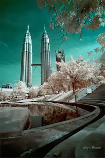 http://billyinfo.blogspot.com/2013/12/kutub-bumi-kian-menyongsang-malaysia.html