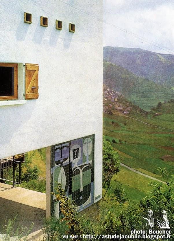 Fleury-les-Aubrais - Chalet de Vacances de Mr et Mme Capron  Architecte: Georges Buzzi  Céramique: Roger Capron.  Maison & Jardin: 1963