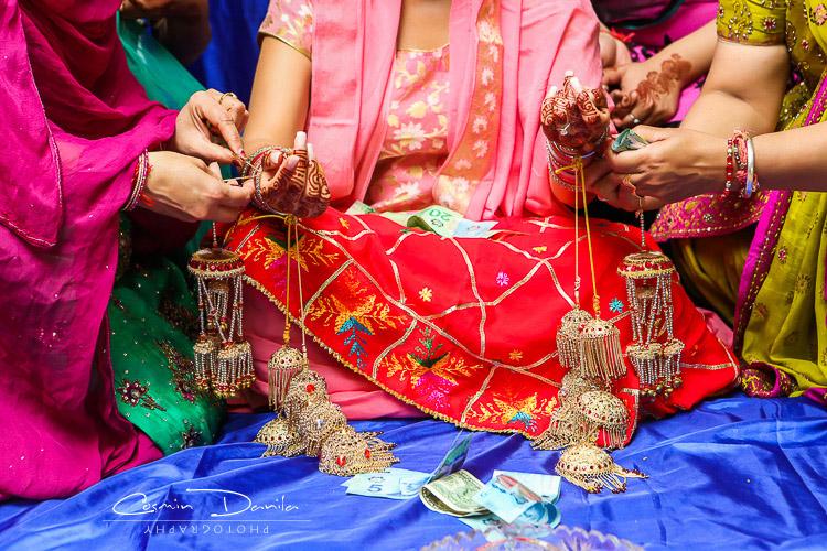 Punjabi Wedding Rituals East Indian Sikh Marriage Photography Jaago Chunni Ceremony Mehndi Party Pictures Maiya Choora