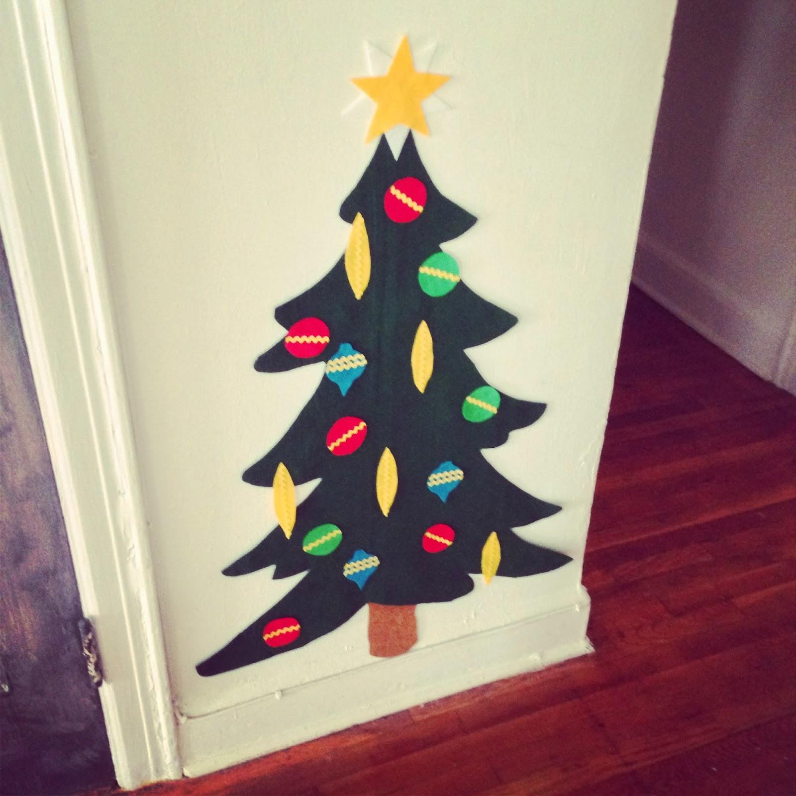 Crafty lumberjacks put up the tree before my spirit falls - Adornos arbol navidad fieltro ...