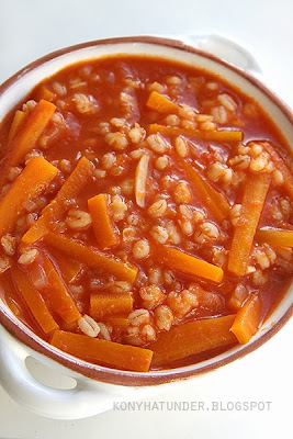 tomato_soup_with_barley_and_carrots