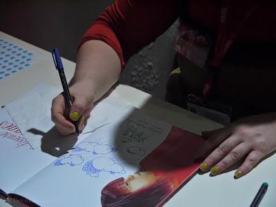 Virginie Rapiat en dédicace au salon du livre et de la presse jeunesse de Montreuil (déc. 2012)