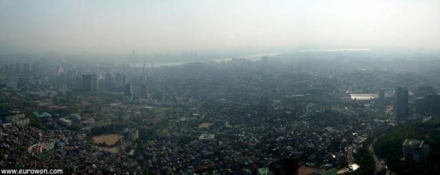Vista de Seúl desde la Torre N de la montaña Namsan