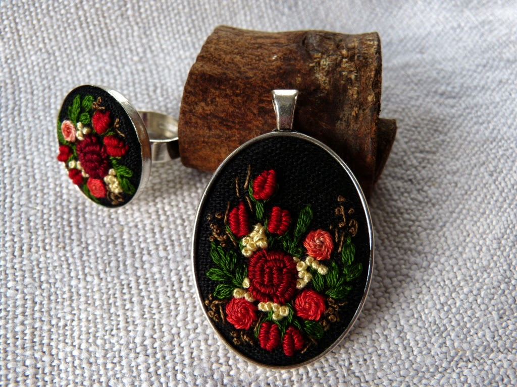 haftowane róże, haftowany naszyjnik, naszyjnik z haftem, embroidered jewerly, naszyjnik vintage, medalion z haftem, handmade jewerly, embroidered necklace, vintage jewerly, biżuteria retro,