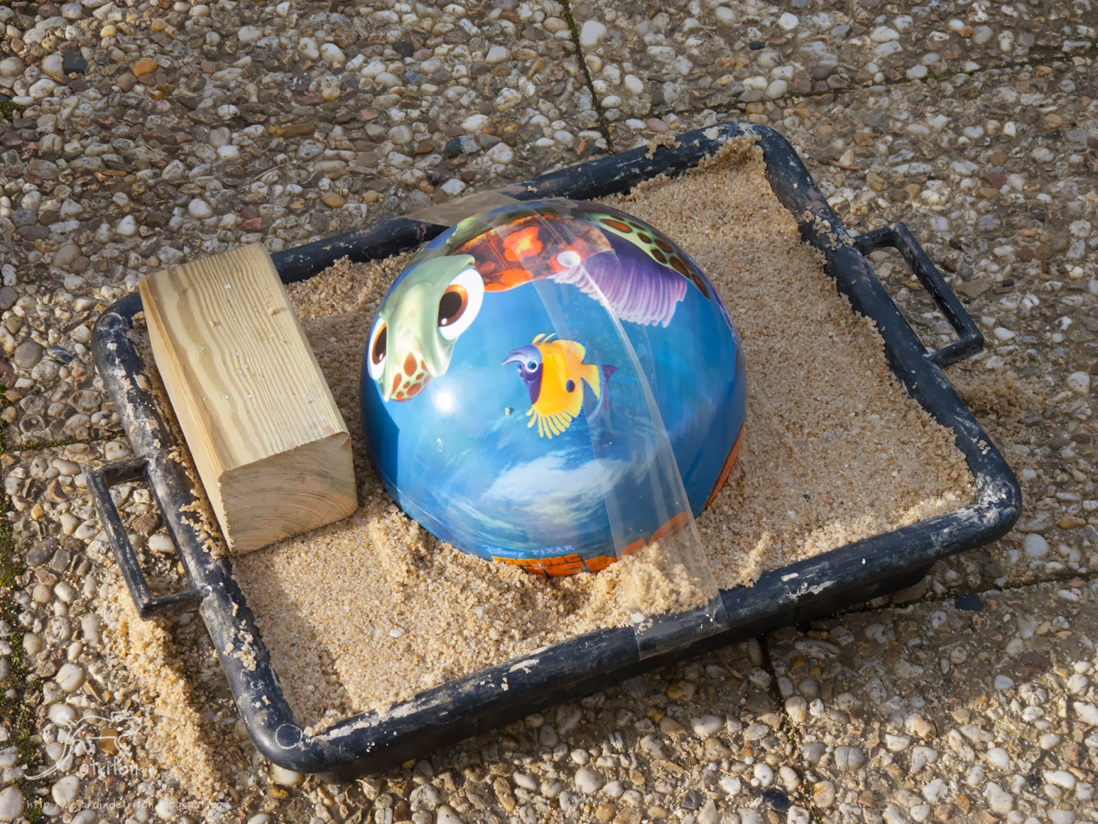 Le jardin de triton ornement de jardin en hypertufa les boulets - Fabriquer une boule a facette ...