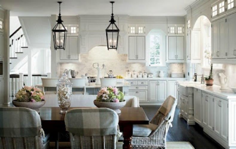 Coastal home inspirations on the horizon rooms with for Casual dining lighting