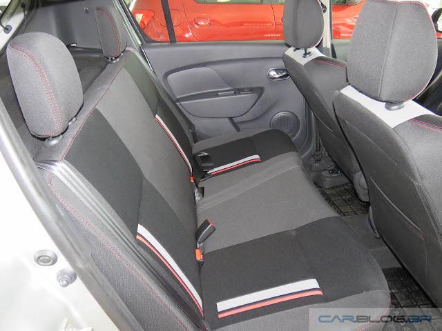 Renault Sandero RS 2.0 - espaço traseiro
