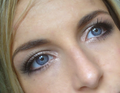 mac-sexpot-pigment-glitter-look