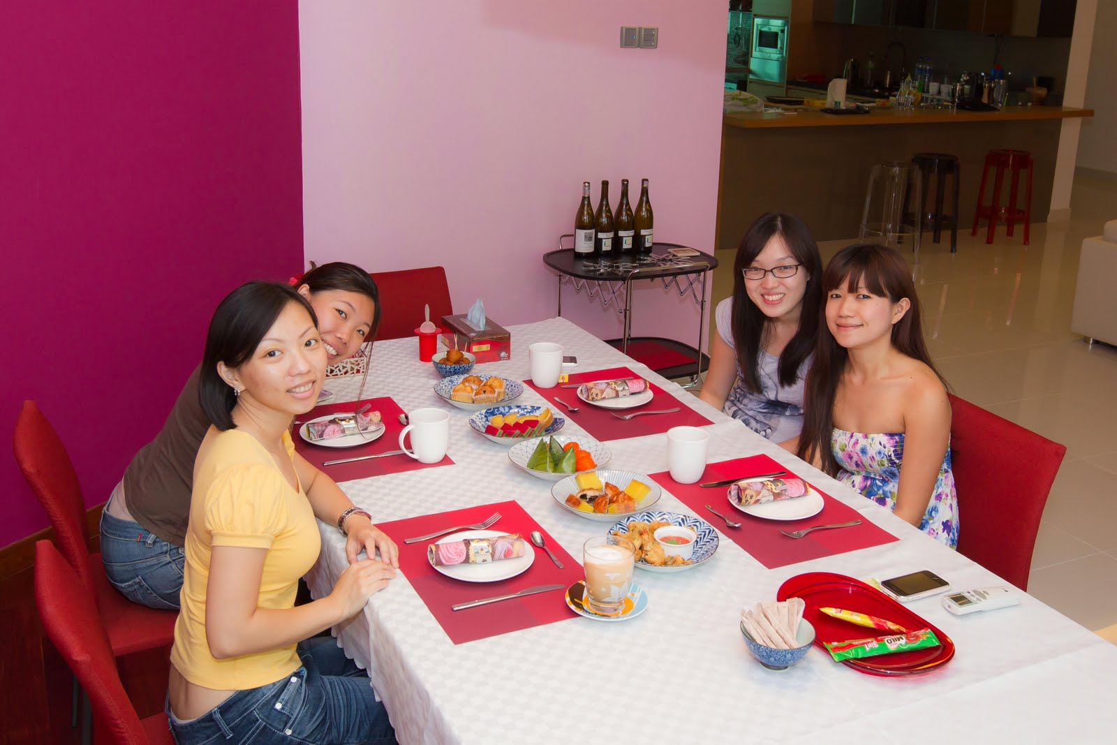 http://1.bp.blogspot.com/-bZ3je4FzdfI/ThmugYXhMrI/AAAAAAAAeh4/98AyQwlpCaQ/s1600/afternoon+tea-3.jpg