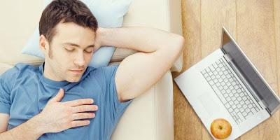 Menebak Sifat Pria dari Posisi Tidurnya
