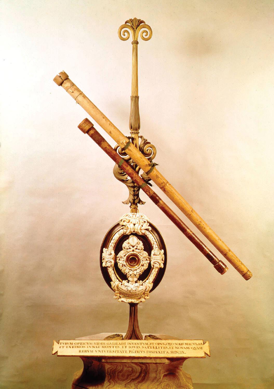 Imagen que muestra como es el telescopio que usó Galileo para observar las lunas de júpiter