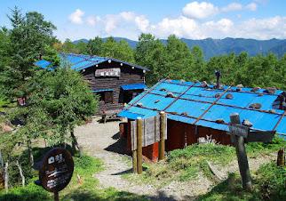 青い屋根の小屋