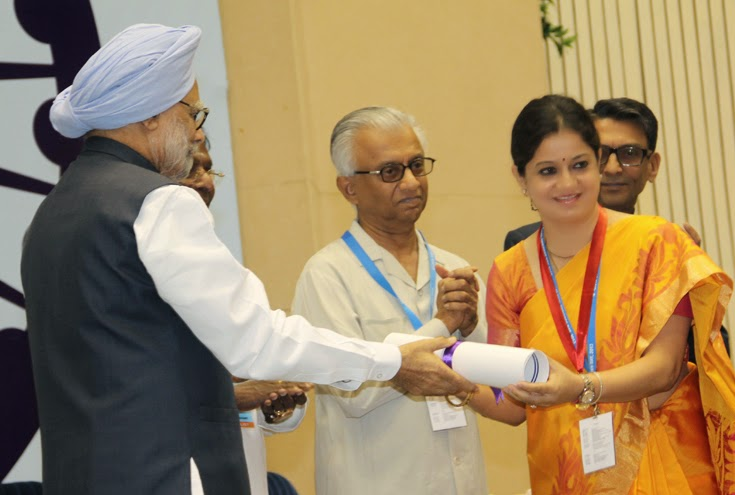 Prime Minister Dr Man Mohan Singh presenting Excellence in Public Administration Award to Gujarat Government in April 2013