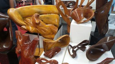 artesã; artesão; artista plástico; madeira; Eliabe de Lima Silva; artesanato; feira; arte popular; lazer.
