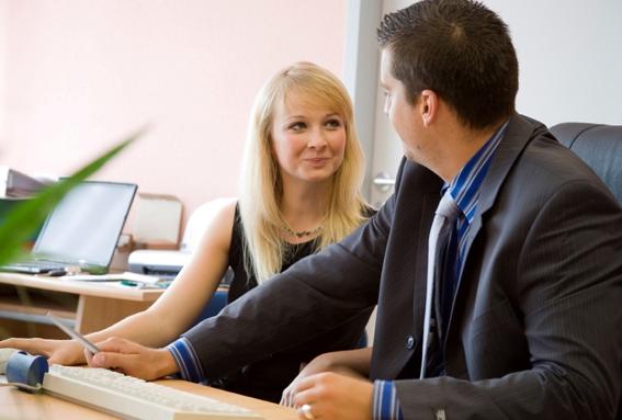 7 Ciri dan Tanda Suami Selingkuh Dengan Teman Kerjanya