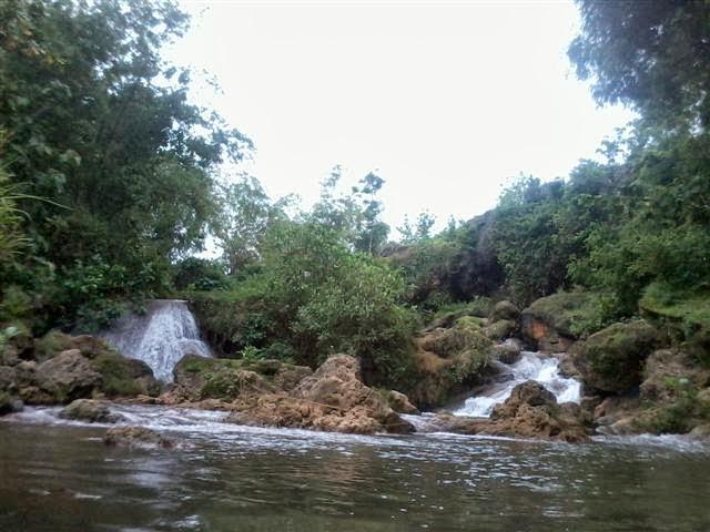 Dua buah air terjun dibagian tumpukan bawah : Air Terjun Banyu Langsih.
