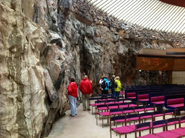 необработанные рубленные стены церкви