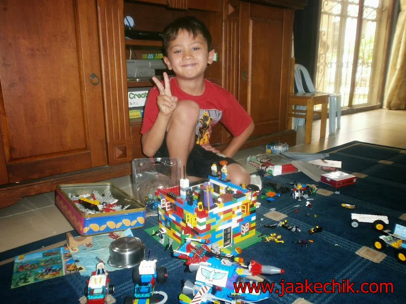 lego, permainan lego, legoland, cara reka dan cantum lego, kebaikkan permainan lego, permainan lego menjana minda anak, anak lebih kreatif bila bermain lego,