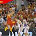 España aprovecha el talismán de Granada para mantenerse invicta