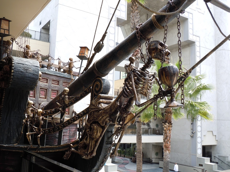 Skeleton pirate ship figurehead