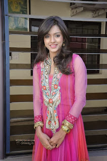 Actress-Vithika-Sheru-Stills-at-Prema-Ishq-Kaadhal-Movie-Success-Meet
