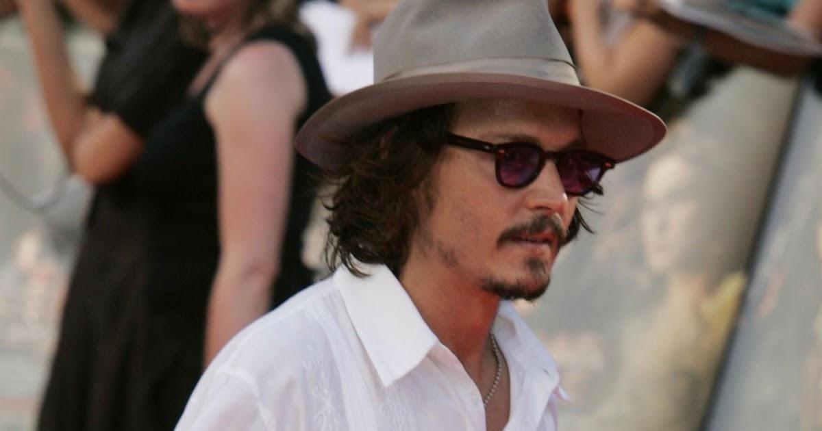 Johnny Depp Breaking N...