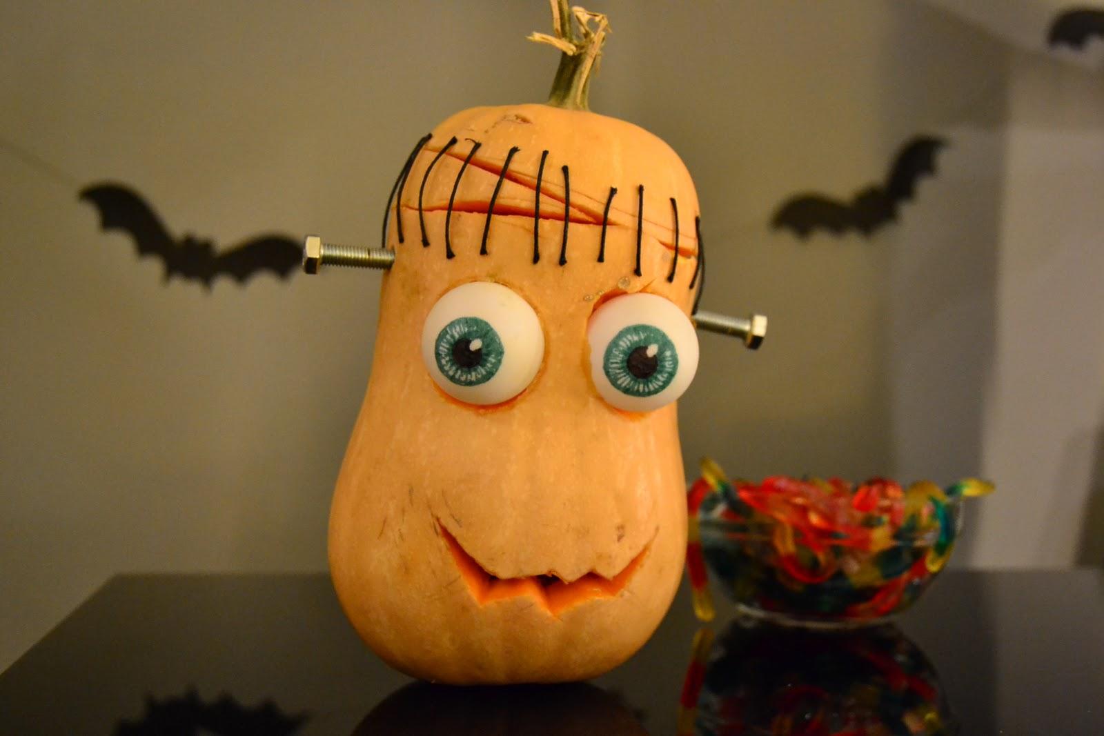 La chica de la casa de caramelo calabaza frankenstein para halloween - Decorar una calabaza de halloween ...