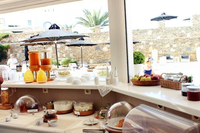 Liostasi hotel & spa (Ios, Greece), breakfast by the pool. Best hotels in Ios. Luxury hotels in Ios.