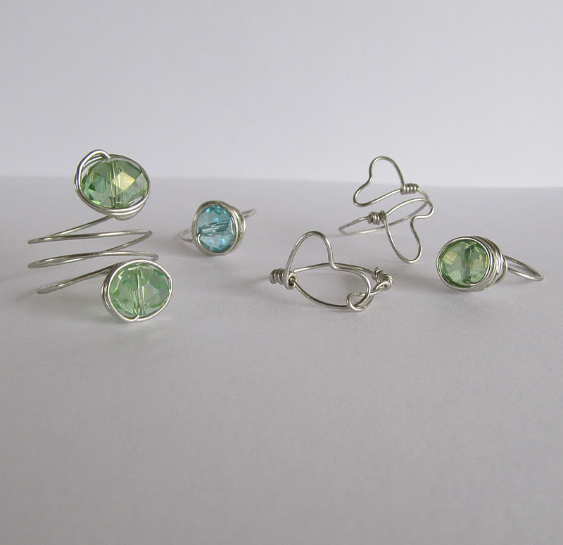Wire Ring Beads: WobiSobi: Dainty, Wire Rings. DIY