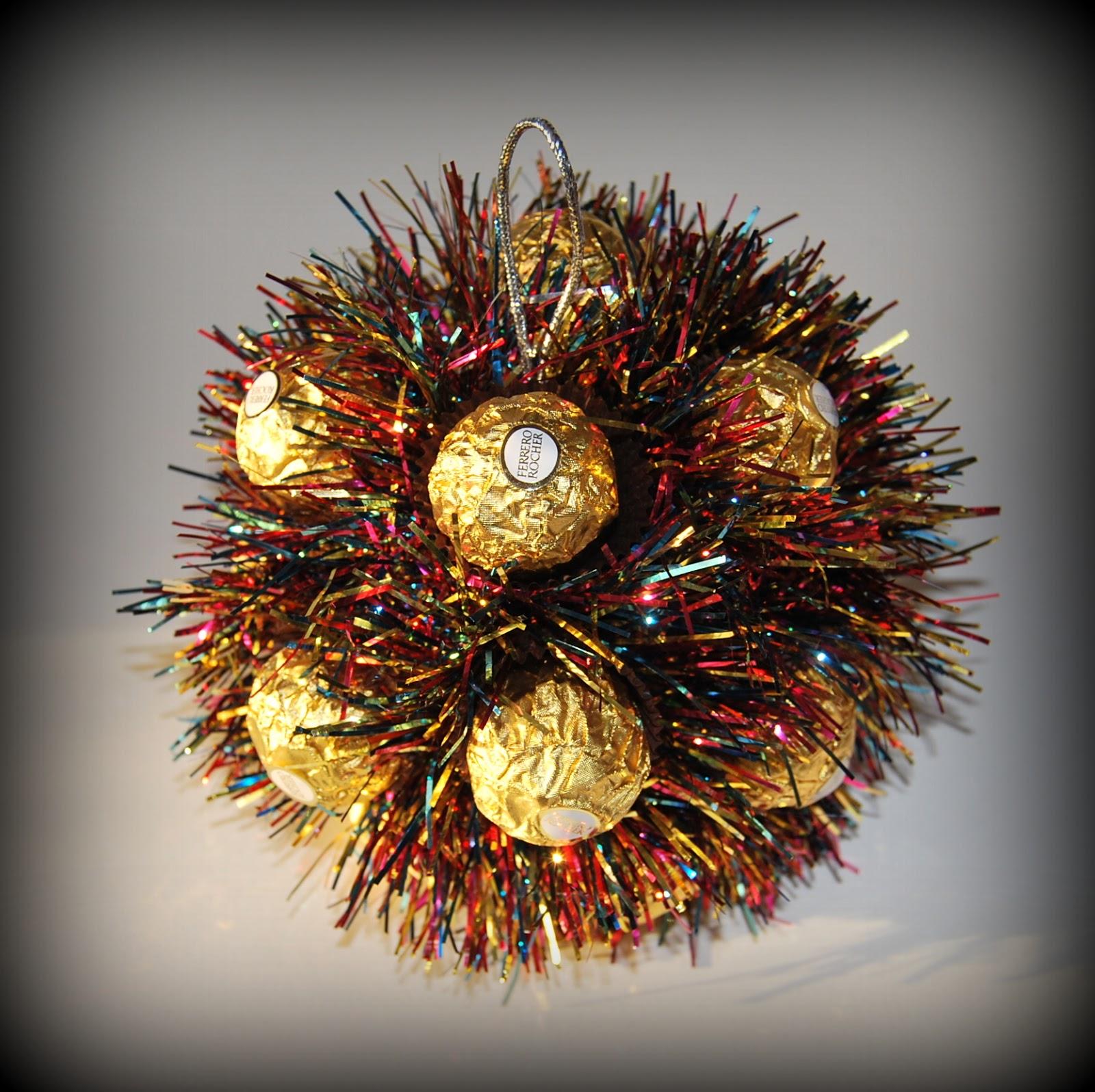 Новогодние шары из конфет своими руками 84
