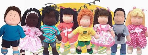 Nada de Barbie: empresa faz bonecas de pano negras, cegas e cadeirantes