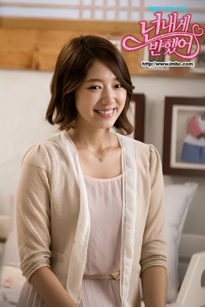 Foto cute Park Shin Hye di Tempat Tidur dalam Drama