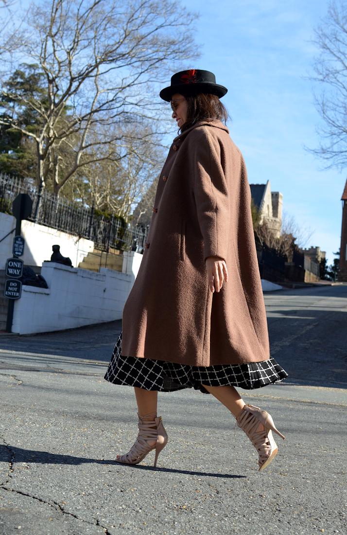 Swing coat street style