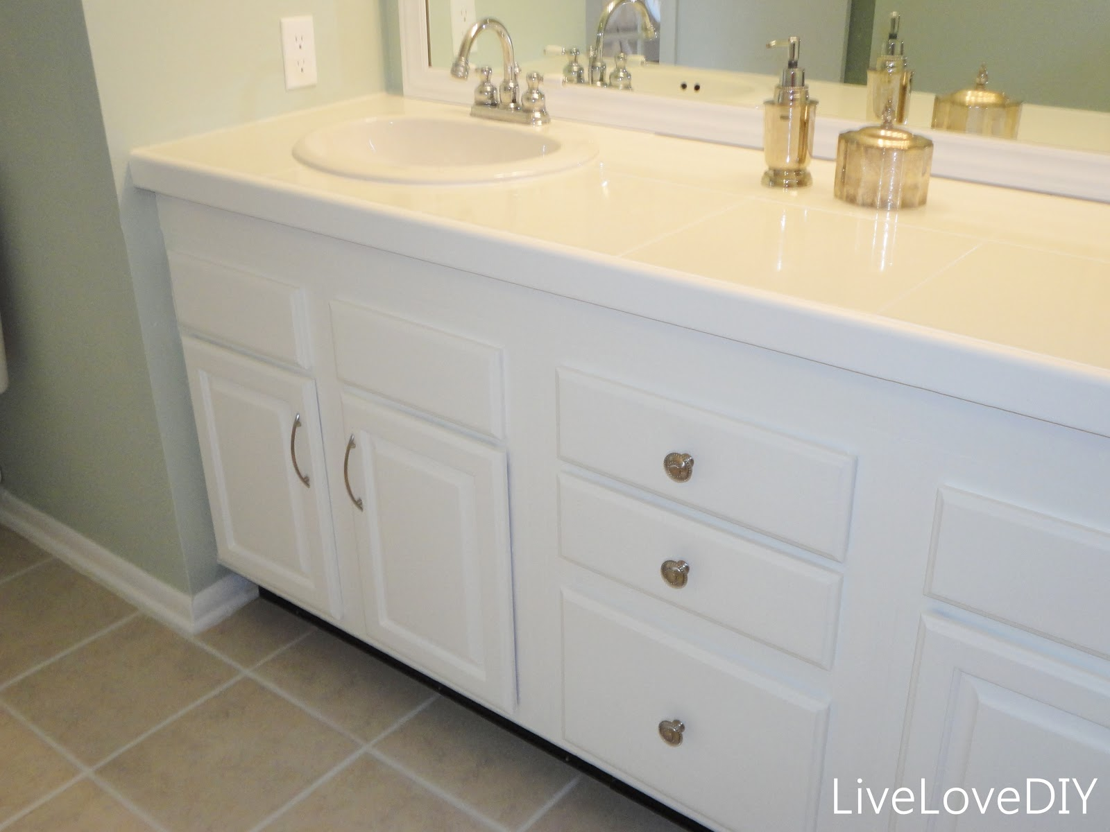 How To Update Bathroom Cabinets Livelovediy Easy Diy Ideas For Updating Your Bathroom