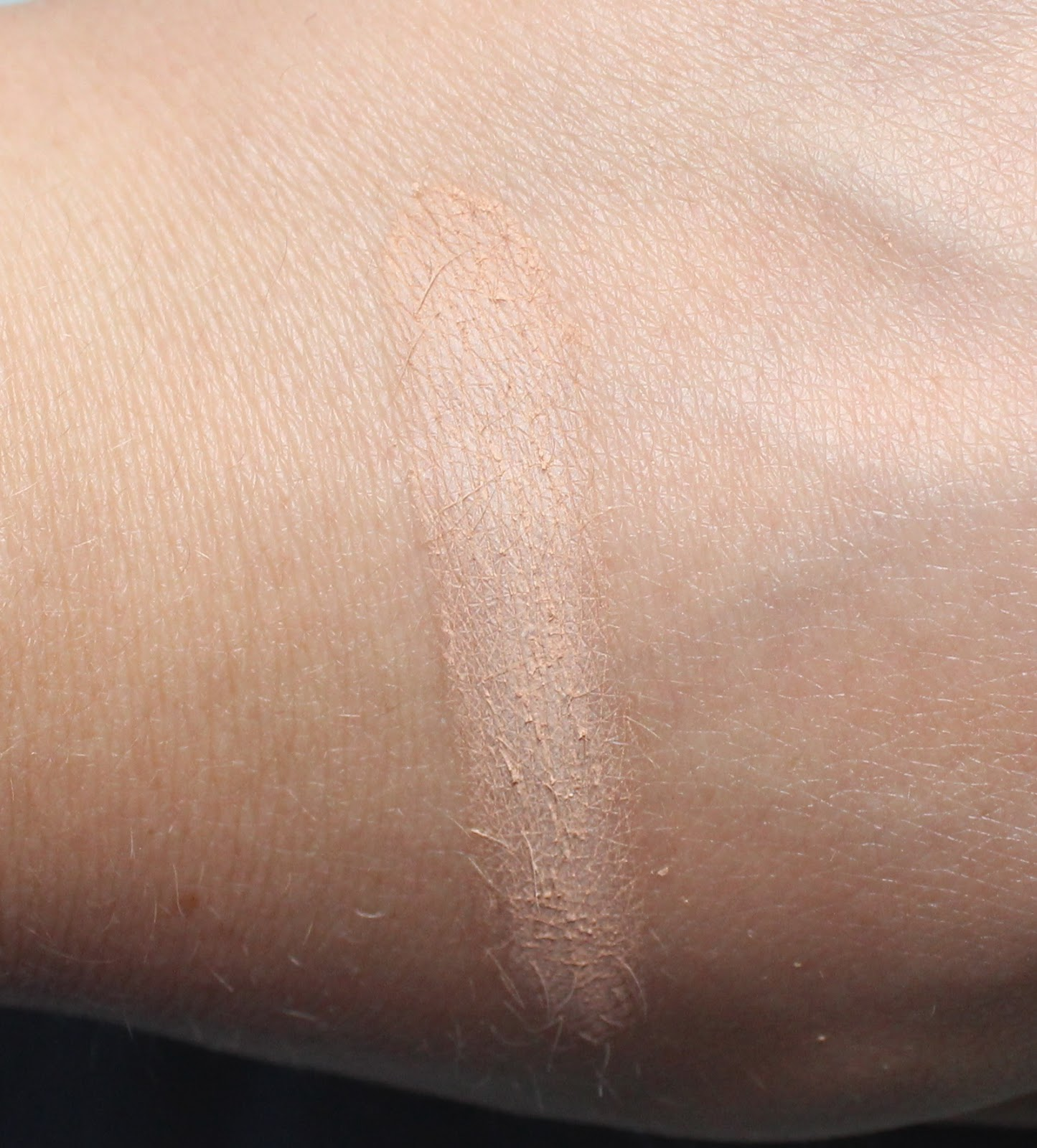 Maybelline Dream Wonder Powder Swatch