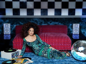 GLORIA ESTEFAN, a gay ICON