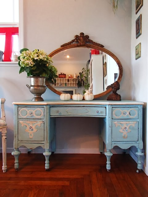 http://ddscottage.blogspot.com/2013/12/tiffany-blue-vanity.html