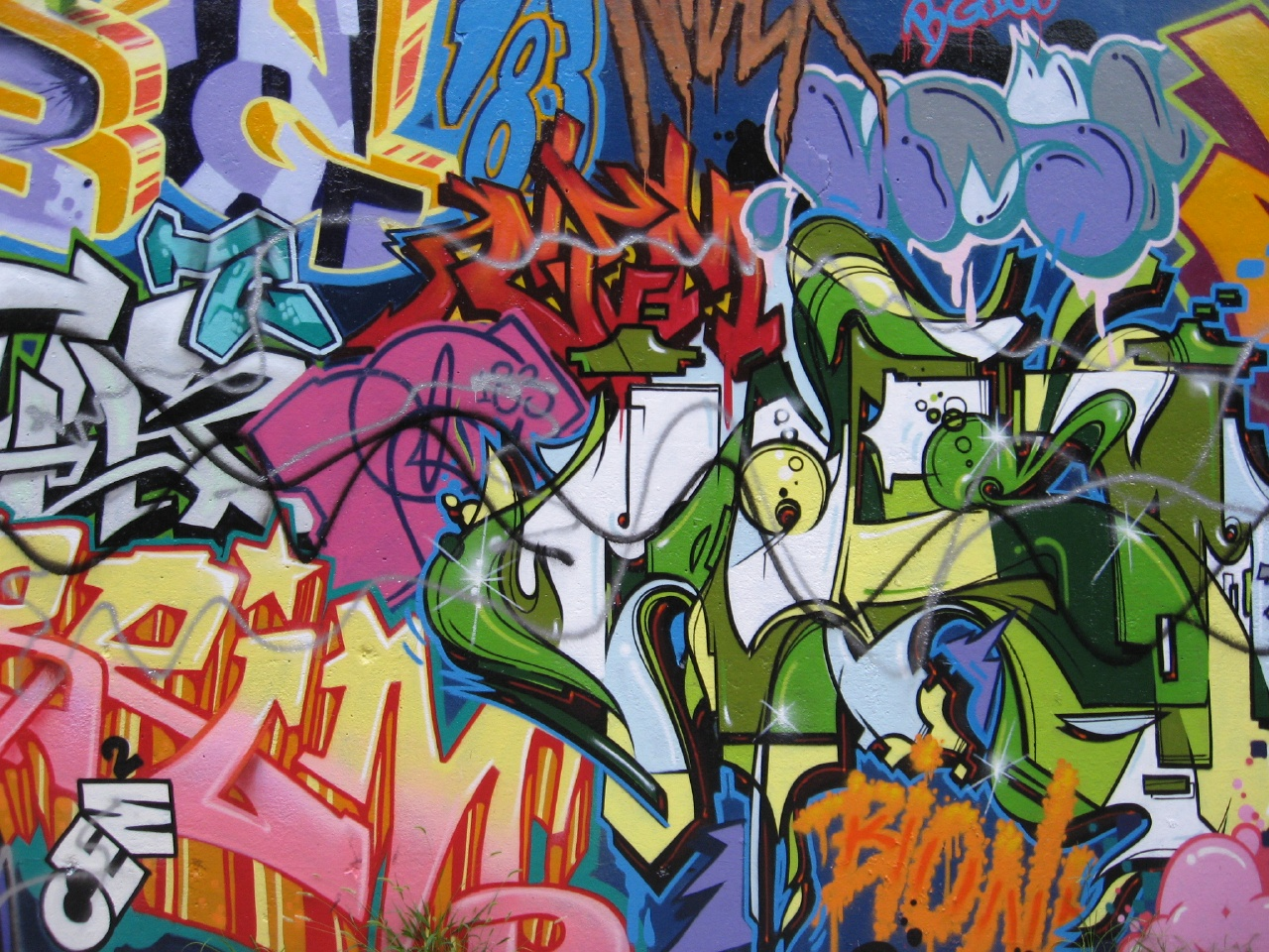 Label graffiti wall