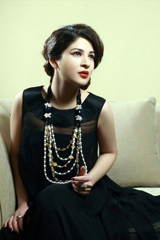 hot images of ayesha omer