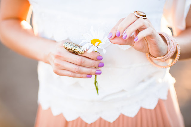 Daisy,+lilac+nail+polish,+Savvy+Spice+fashion+blog,+celebrity+style+for+less,+pleated+maxi+skirt,+white+lace+tops