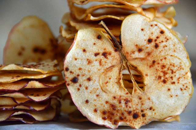 OVEN-BAKED APPLE CHIPS