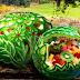 Cotel de frutas servido dentro de una cascara de sandia decorada