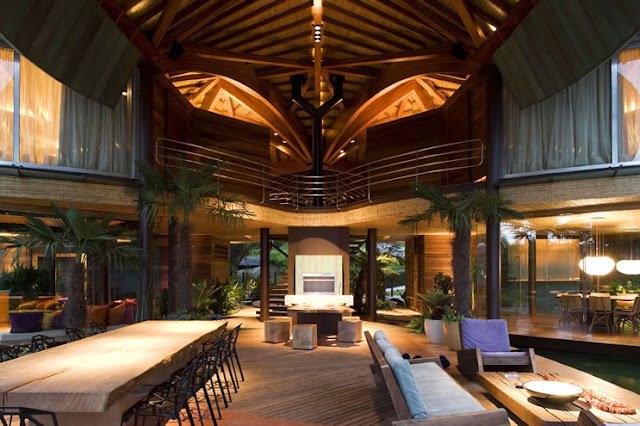 Picture of large tropical interiors of the leaf house